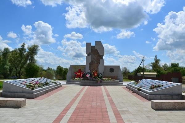 Памятник защитникам Голубой линии. Открыт 9 мая 2015 года. 34-й км трассы Темрюк-Краснодар-Кропоткин